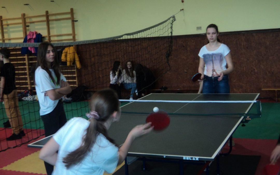 gminne zawody w tenisa stołowego dziewcząt i chłopców