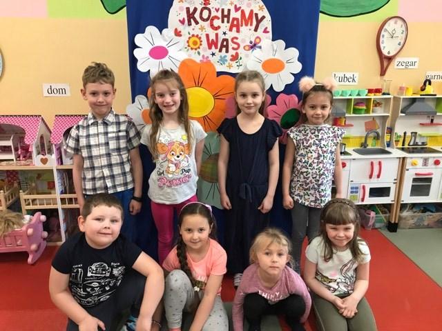 Nasze przedszkolaczki w podziękowaniu swoim Kochanym Rodzicom❤️❤️❤️