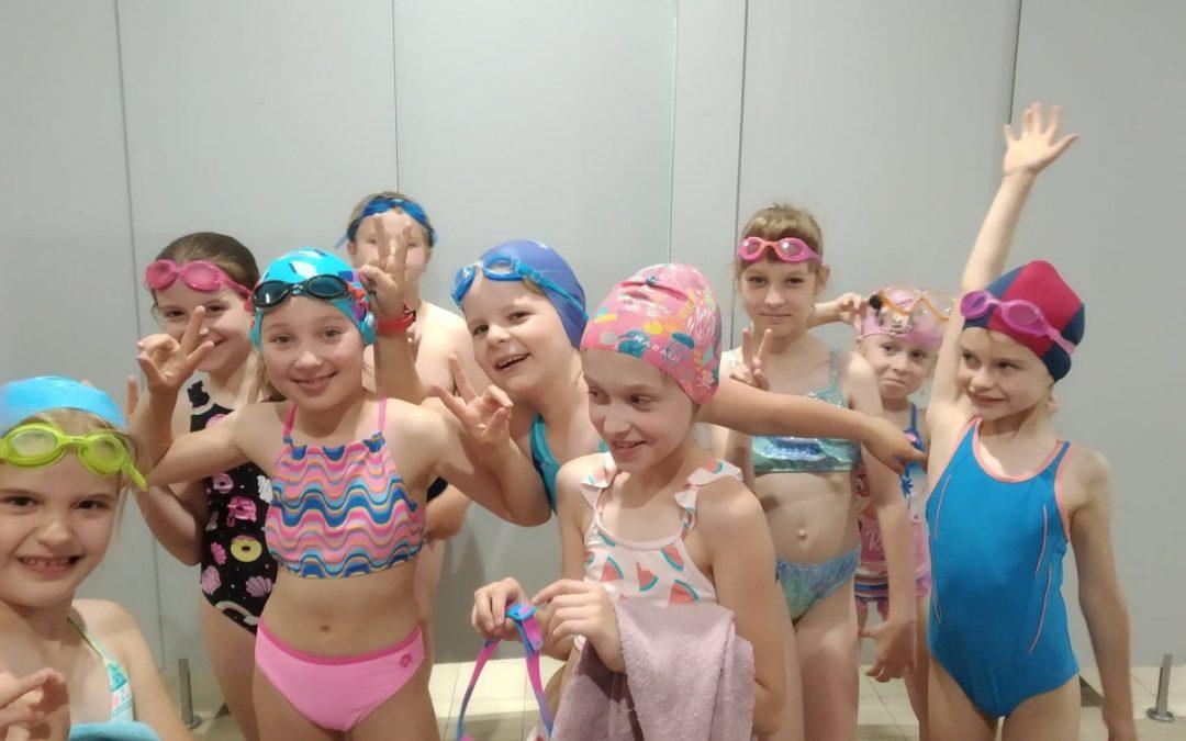 """Klasa 2 zakończyła program """"Umiem pływać"""""""